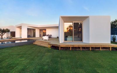 Czas budowy domu jest nie tylko ekscentryczny ale również niesłychanie oporny.